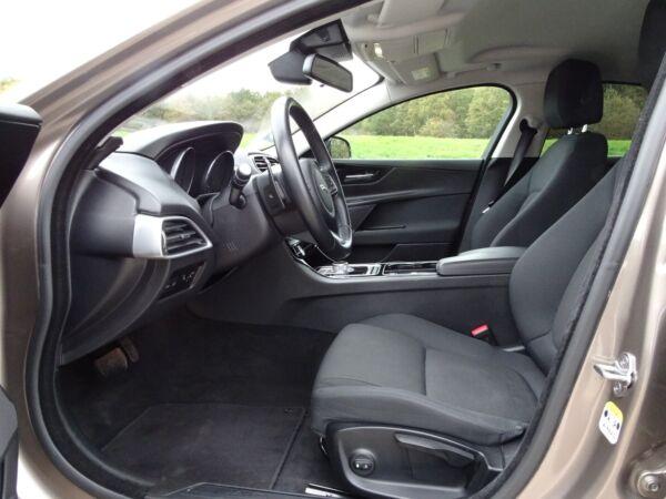 Jaguar XE 2,0 P200 Pure aut. billede 5