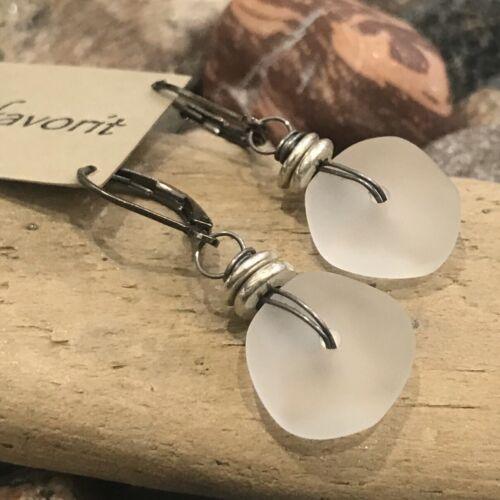 Min Favorit Frost White Sea Glass Nugget Iron Wire /& Silver Drop Earrings