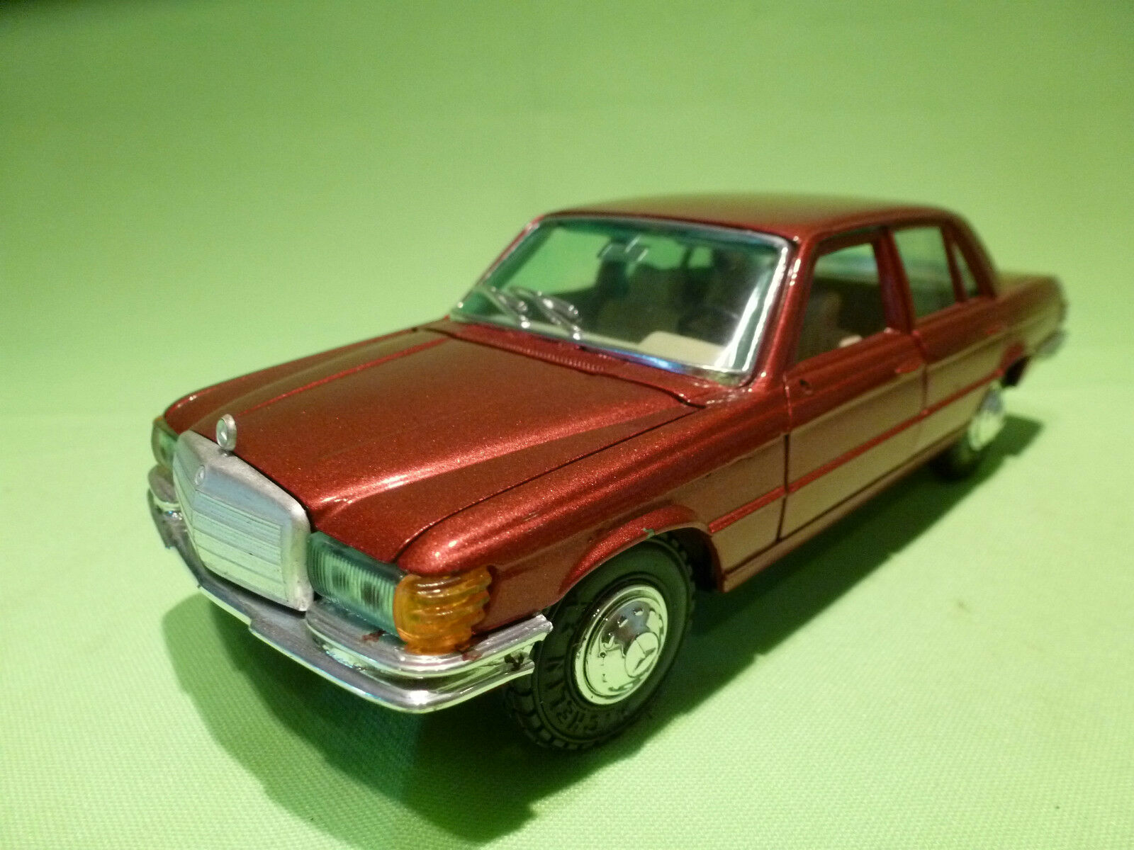GAMA 443 MERCEDES BENZ 450 SE -  EXTREMELY RARE COLOUR- VERY GOOD CONDITION