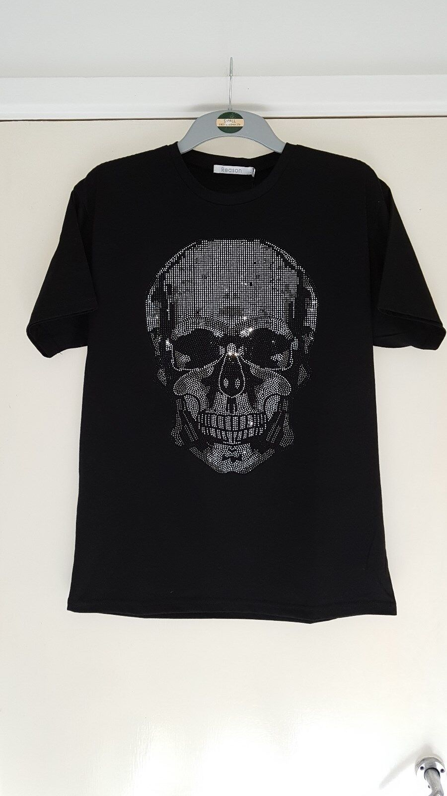 REASON, MEN'S STUDDED SKULL DESIGN T SHIRT, BRAND NEW WITH TAGS, SIZE M,