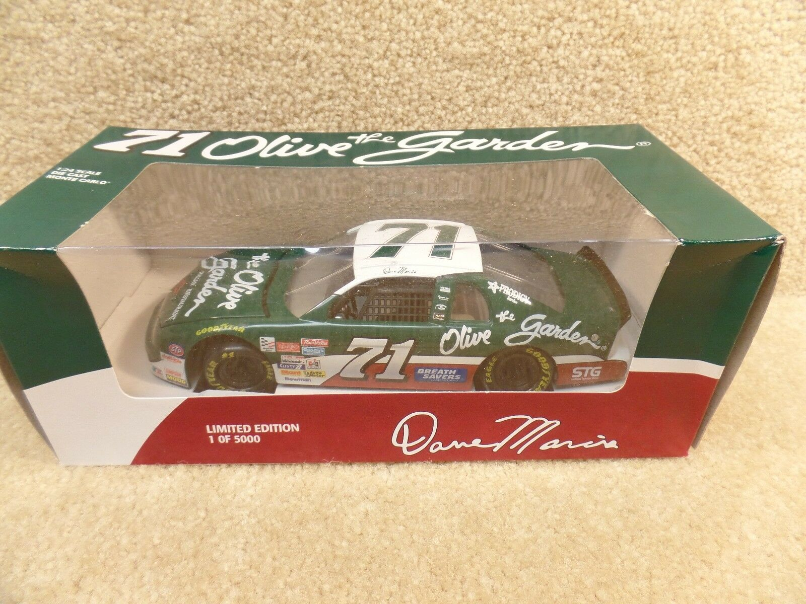 New 1995 Revell 1 24 Scale Diecast NASCAR Dave Marcis Olive Garden Monte Carlo
