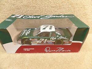 New-1995-Revell-1-24-Scale-Diecast-NASCAR-Dave-Marcis-Olive-Garden-Monte-Carlo