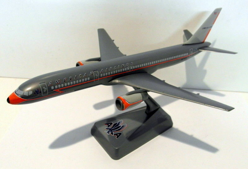 Wooster Plastic Kit 19cm wingspan Plastic - 692 American Lightning 757