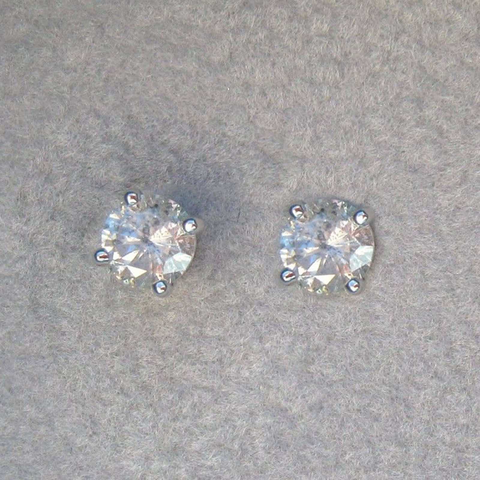 VS1 1.00 Carat  Real & Pure Diamond Earrings Solid 14 Kt White gold Stud -