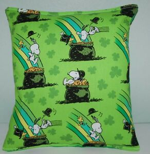 Snoopy-Pillow-Charlie-Brown-Irish-Snoopy-Made-in-USA-Pot-Of-Gold-St-Patrick-Day