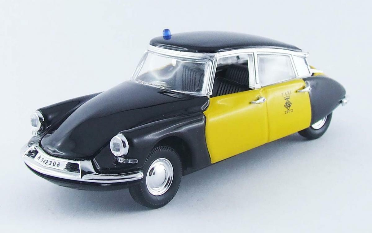 Citroen DS 19 Taxi Barcellona 1969  1 43  4394  RIO Made in