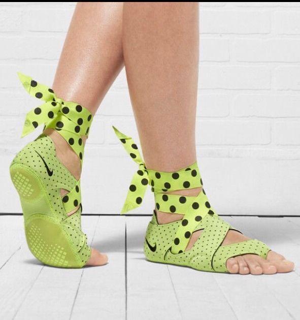 Nike STUDIO WRAP PACK Volt Bk Grey WOMEN'S SZ 8.5  YOGA / DANCE Ballet Shoe