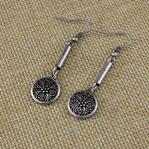 Vintage-retro-style-antique-silver-coloured-double-sided-flower-dangle-earrings
