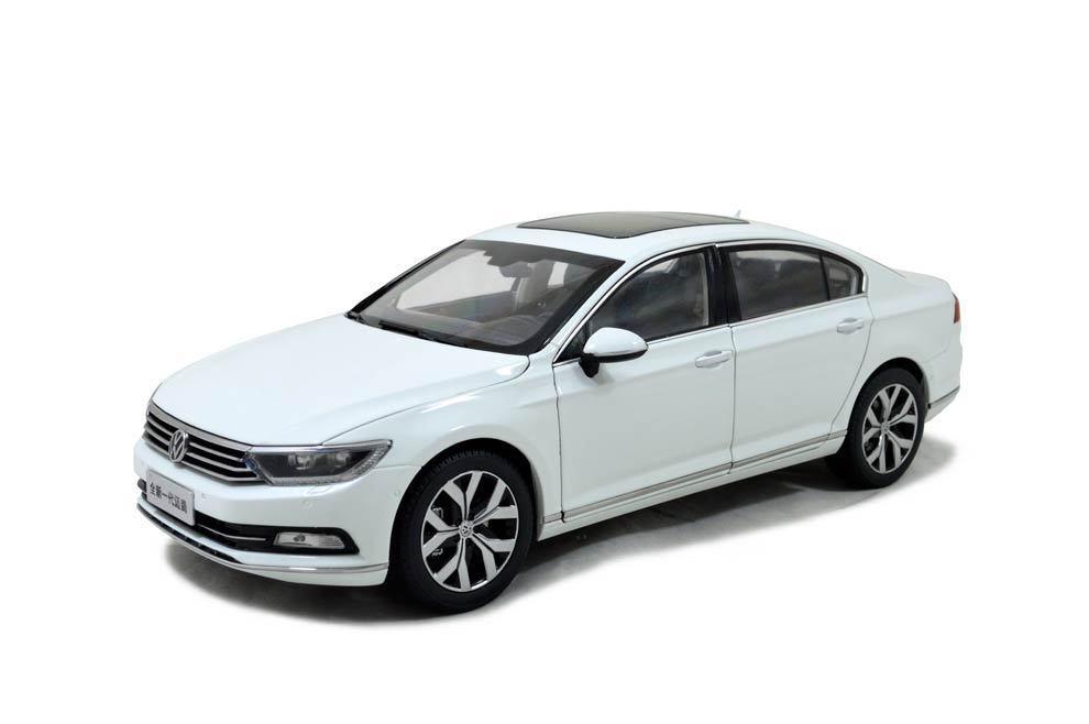 1 18 1  18 Scale VW Volkswagen Magotan (Passat B8) 2017 blanc Diecast Model voiture  100% garantie de prix