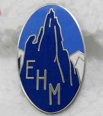 Dolce Insigne émaillé De L'ehm école De Haute Montagne Chamonix Crée En 1932- Refrappe Morbido E Leggero