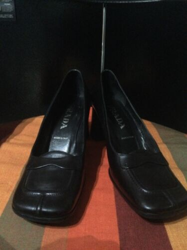 PRADA Black Leather Women's Square toed Pumps Shoe
