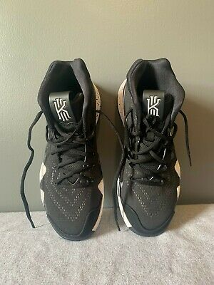 Mens Kyrie Irving Nike Shoes, US Size 8