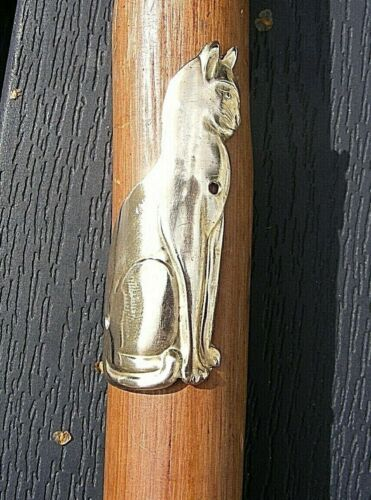 """2 1//2/"""" WICCAN FAMILIAR. WALKING STICK BADGE NOVELTY LUCKY BRASS CAT 6 cm HIGH"""