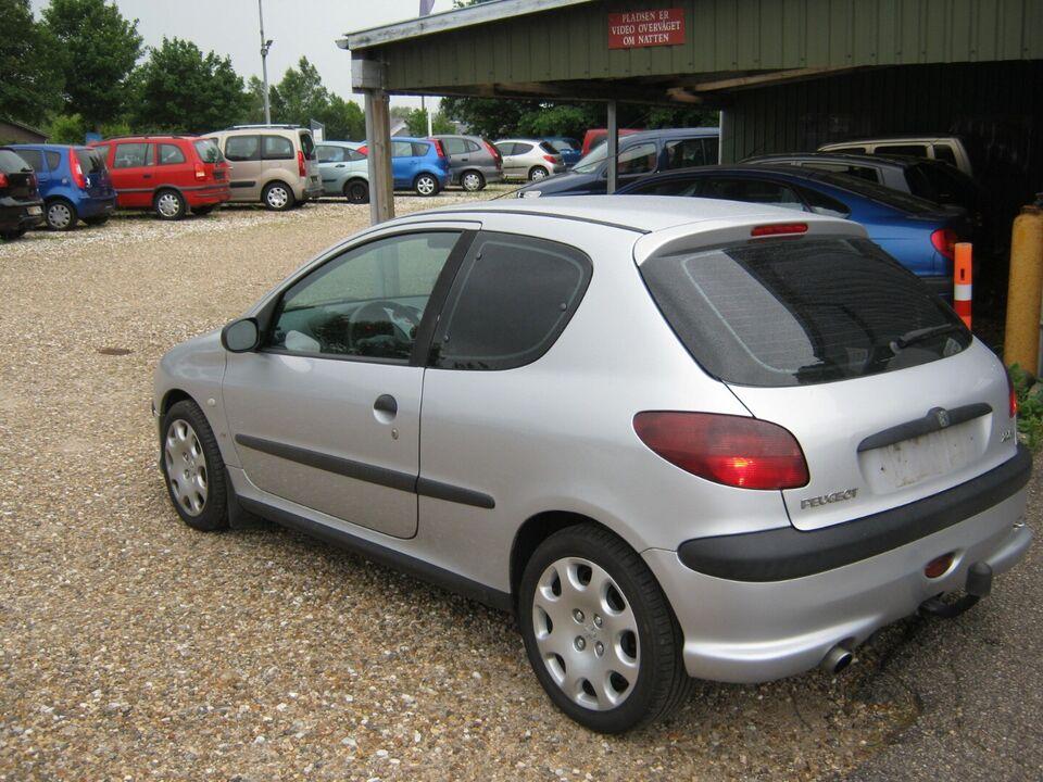 Peugeot 206 1,6 XR Benzin modelår 1999 km 244000 Sølvmetal