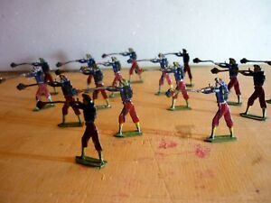 16-Old-Flat-Tin-Soldiers-Hand-Painted-on-both-sides-very-good-5