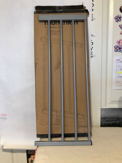 "Munchkin AUTO Close Baby Gate Dark Wood//Silver Metal Model 46764 /& 11/"" Extension"