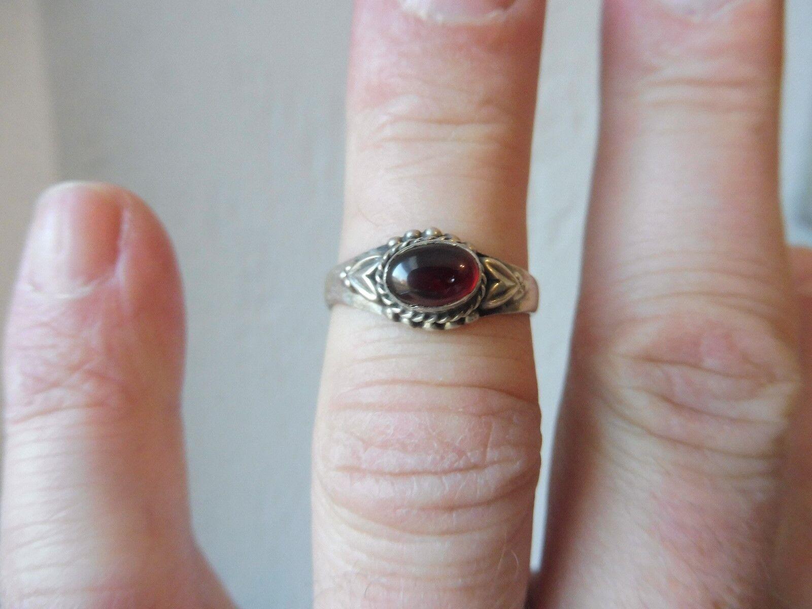 Schöner ,alter Ring__925 silver __mit redem Stein __