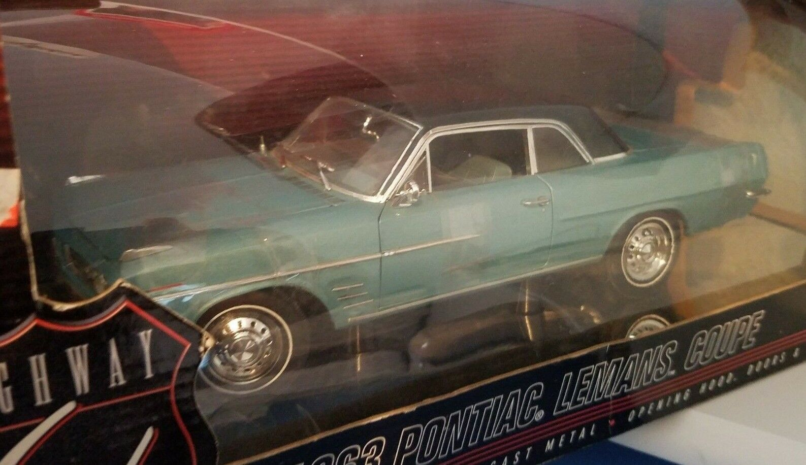 1 18 HIGHWAY 61 1963 PONTIAC LEMANS COUPE AQUAMARINE pd