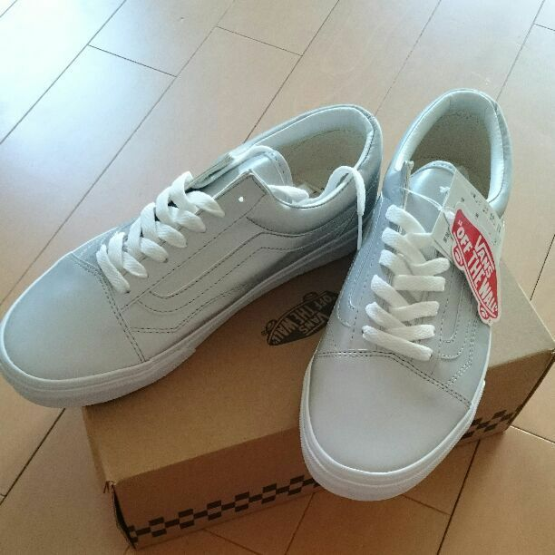 Price cut! New box of VANS silver sneakers from japan (2474