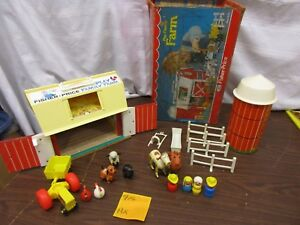 Fisher-Price-Little-People-Play-Family-Farm-Barn-915-AX-Tractor-Cow-Horse-Box
