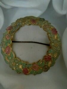 Vintage-Green-amp-Pink-Enamel-Gold-Tone-Metal-Flower-Wreath-C-Clasp-Brooch-Pin