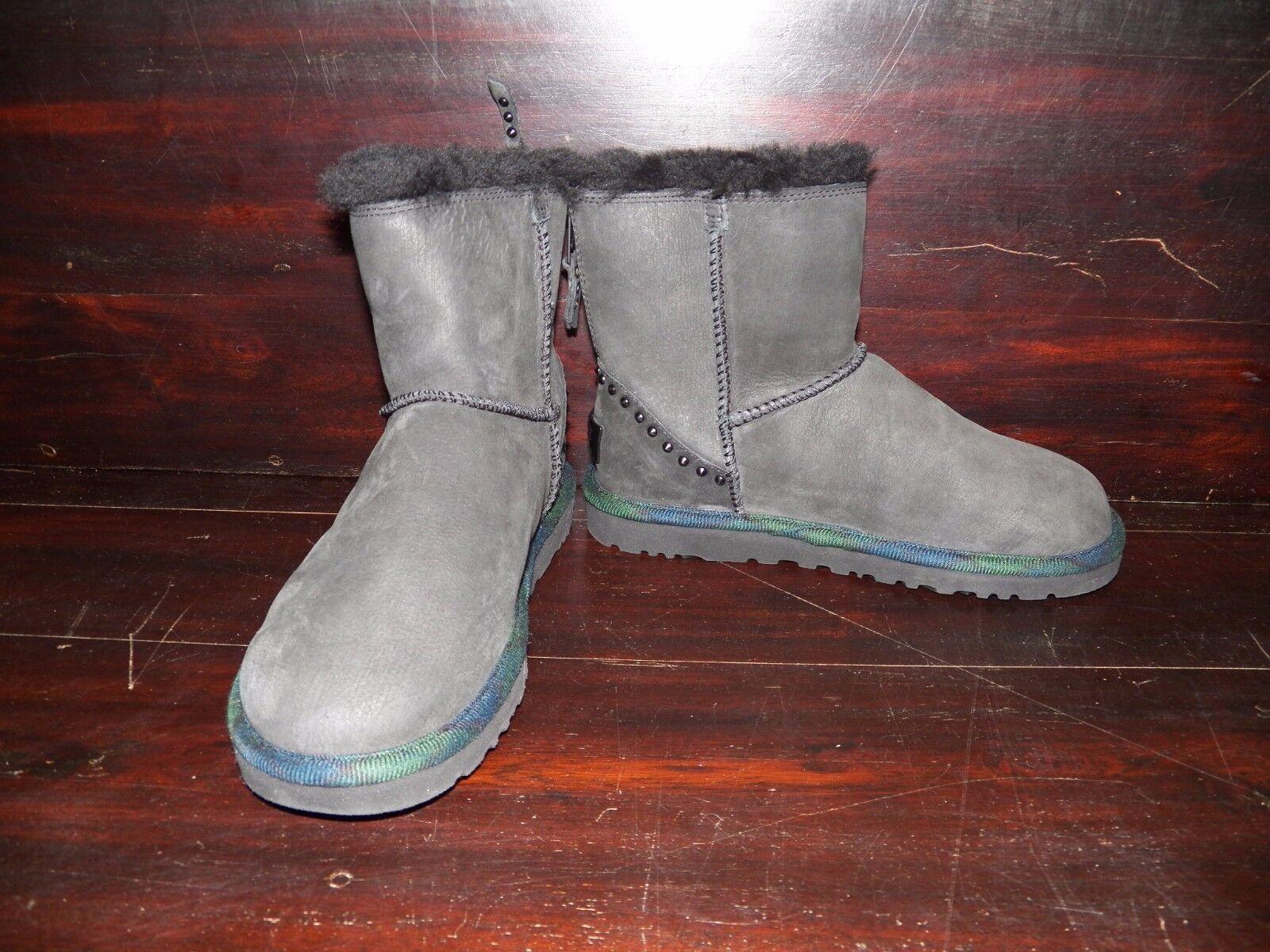 Nya Kvinnor UGG Classic Mini Rock Studs Svart Suede Short Ankle Sheepskin Boot