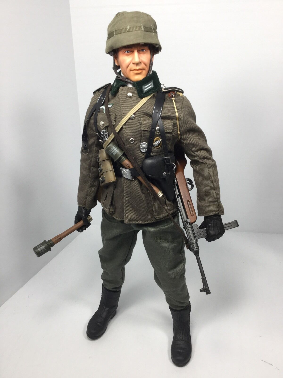 1/6 DRAGON WEHRMACHT PARATROOPER SUDETENLAND INVASION MP-41 P-38 DID BBI WW2 21