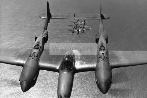 """WWII photo American fighter P-38 /""""Lightning/"""" in flight off the coast of Cal 1320"""