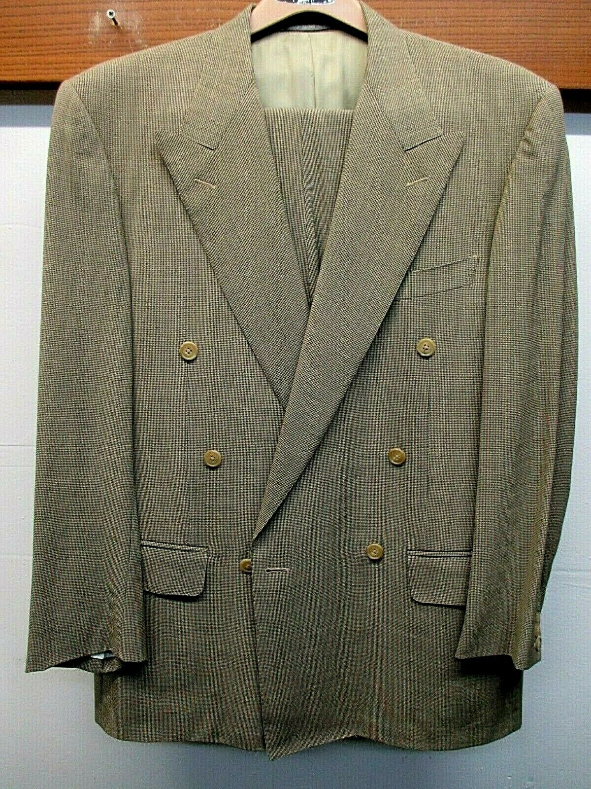 EUC Men's Ermenegildo Zegna High Performance Wool Dbl Brstd Suit Sz. 42r  Tan