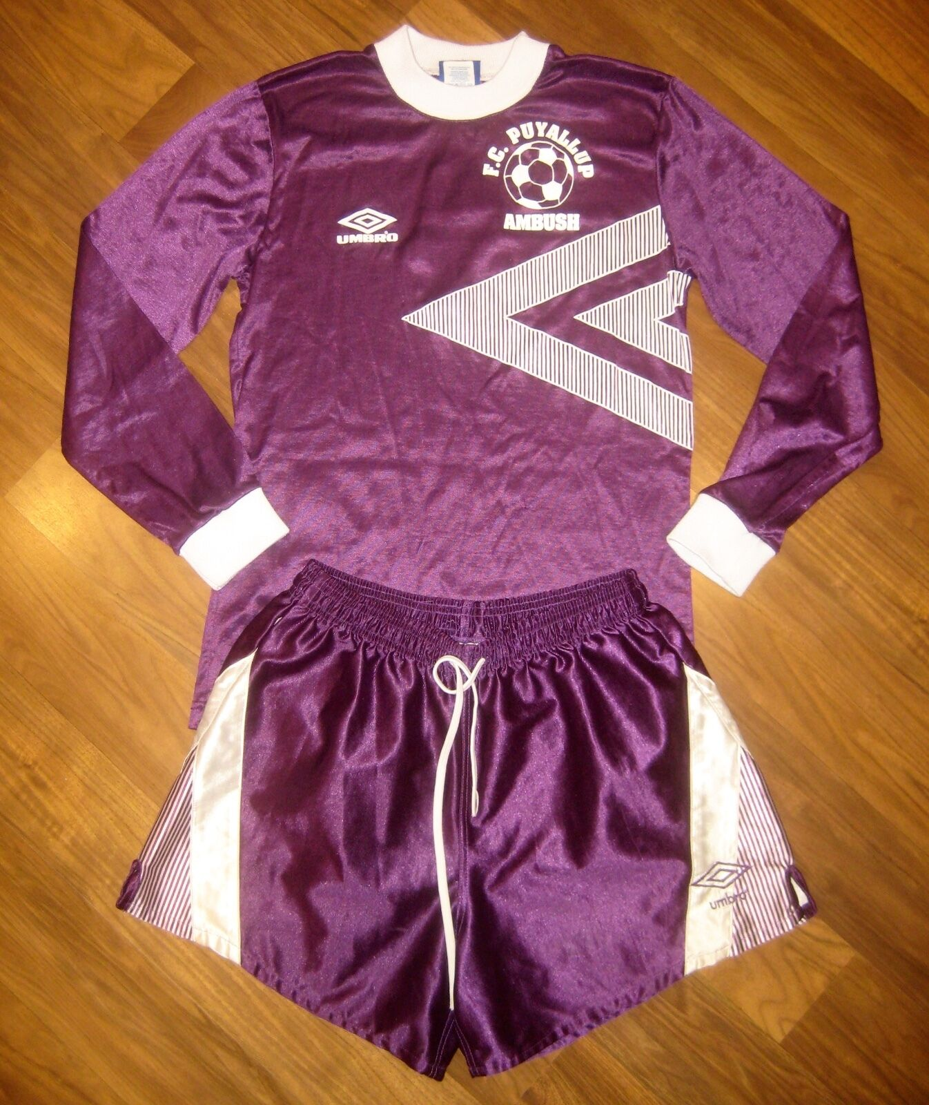 Vtg 80s UMBRO lila Weiß SOCCER Puyallup Seattle Jersey Shirt Shorts set SMALL