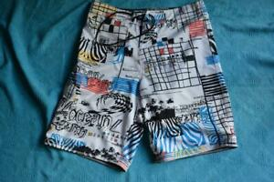 Ocean-and-Earth-BOARDSHORTS-Quality-Surfwear-Size-36-GR8-Cond-Black-White-Multi
