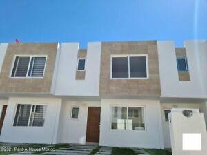 Amplia y a estrenar casa en renta ubicada en El Pueblito en fraccionamiento con Amenidades JF
