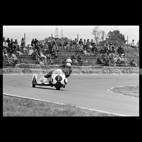 #phm.56595 Photo KLAUS ENDERS WOLFGANG KALAUCH BMW SIDECAR DUTCH TT ASSen 1970