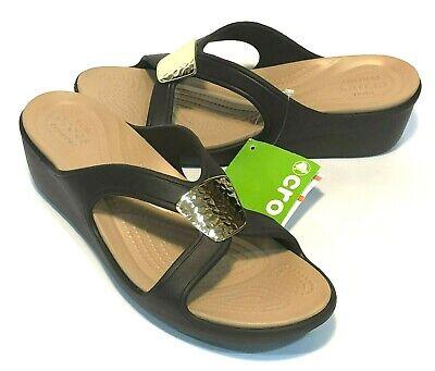 CROCS Women/'s Sanrah Embellished Wedge Flip Sandals Oyster Gold sz 8 9 10 11