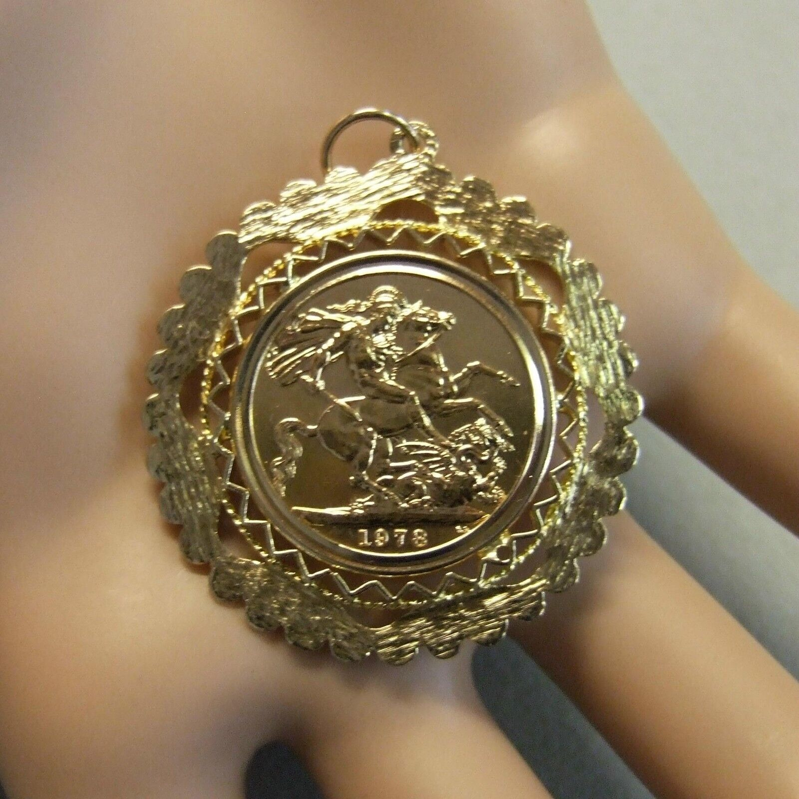 9 ct gold second hand full sovereign mount