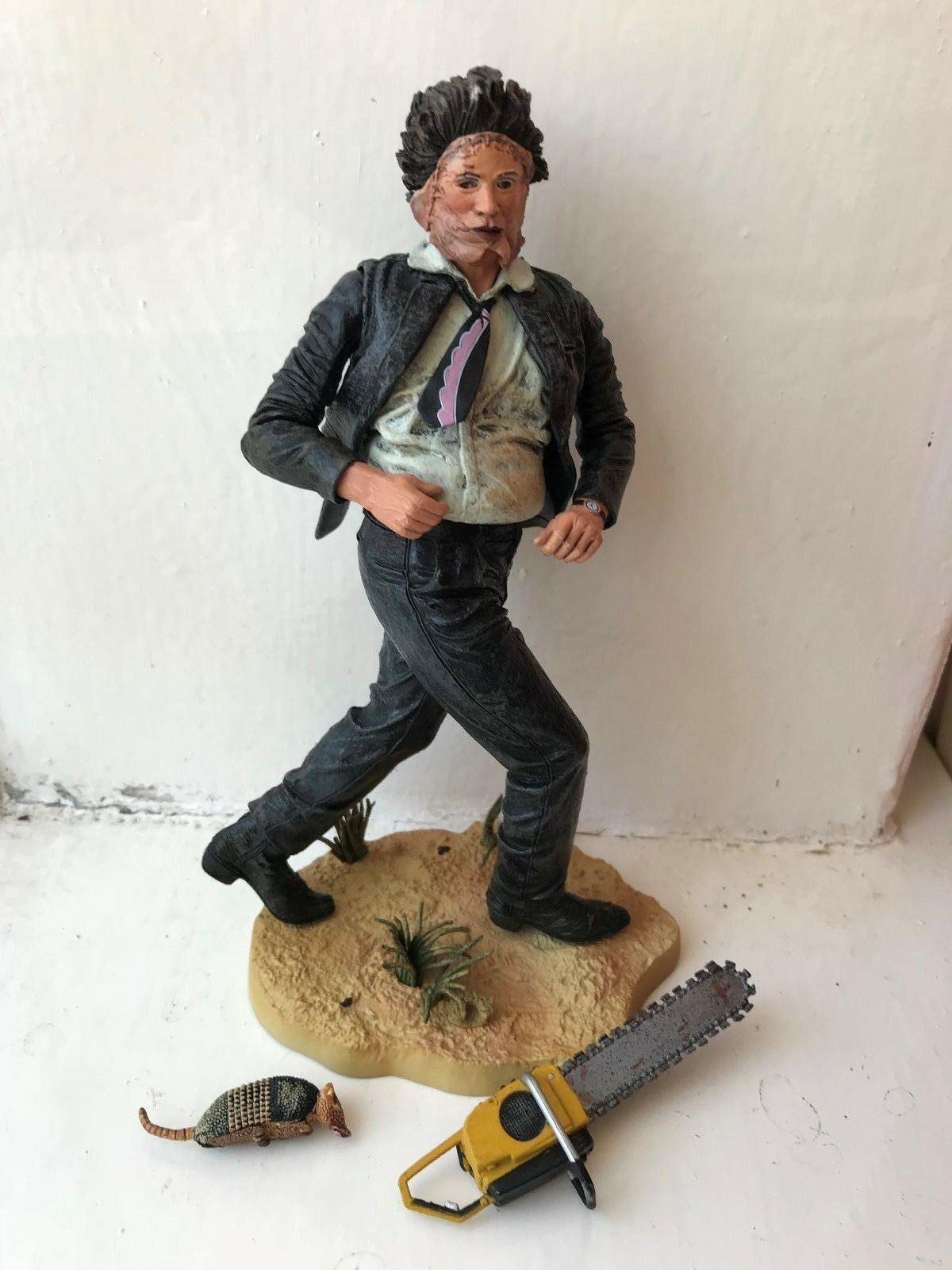 NECA CULT CLASSIC SERIES 2 THE TEXAS CHAINSAW MASSACRE LEATHERFACE HORROR FIGURE