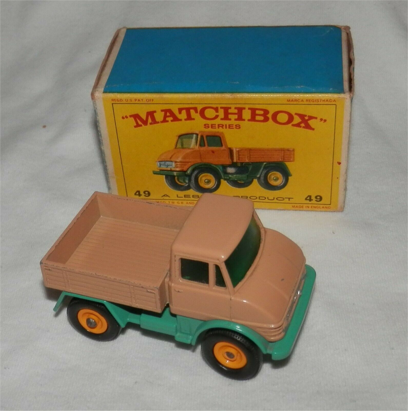 1960 s. MATCHBOX LESNEY 49 MERCEDES BENZ UNIMOG CAMION. Comme neuf in box. All Original