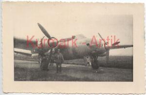 MD899-Foto-Wehrmacht-Frankreich-Beute-Flugzeug-plane-Bomber-England-TOP-Motiv
