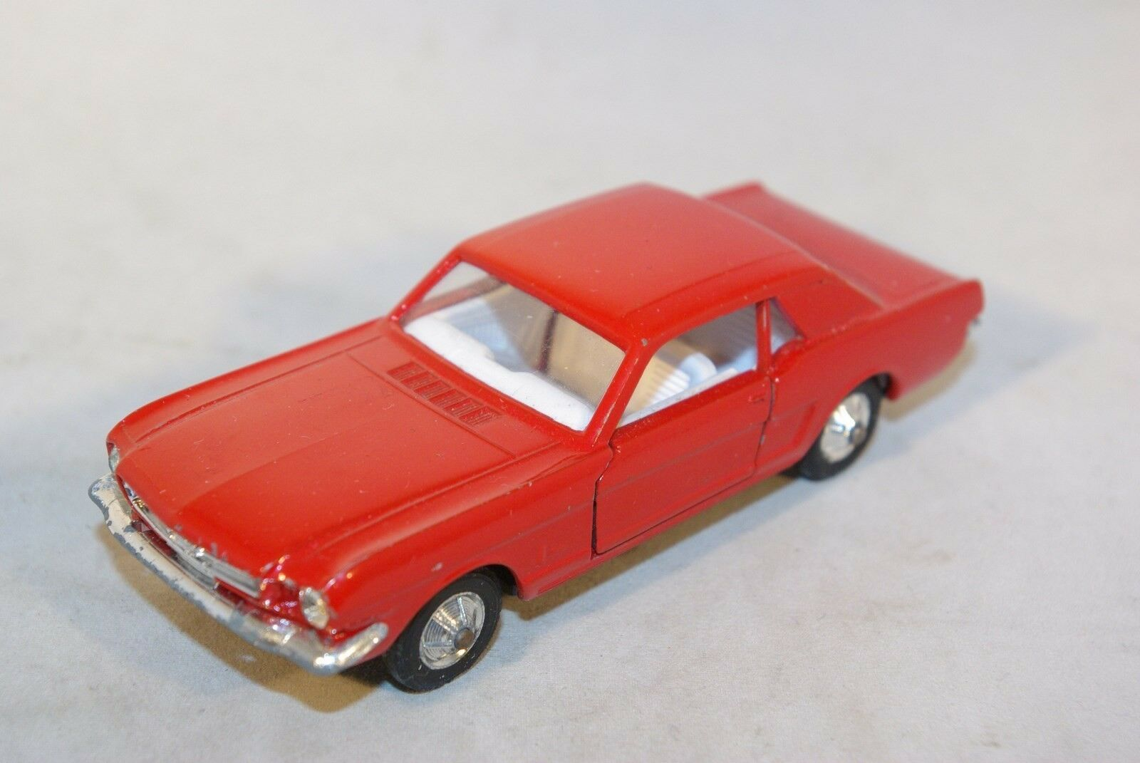 SOLIDO 147 FORD MUSTANG RED WITH LIGHT LAMP BULB NEAR MINT RARE SELTEN