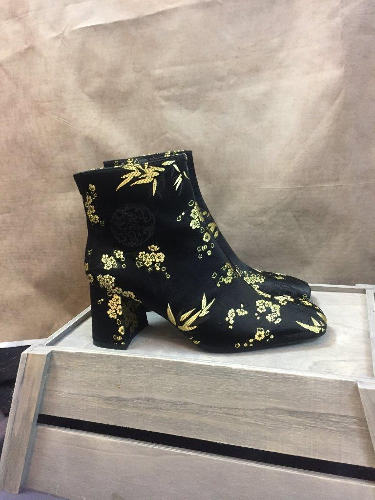 ZARA EMBROIDEROT ANKLE BOOTS SIZE UK 6 EUR 39 REF: 3110 301
