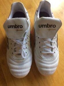 NEUF-sans-boite-UMBRO-Speciali-eternelle-Pro-Hg-Blanc-Football-Pointure-UK-7-Wishbone