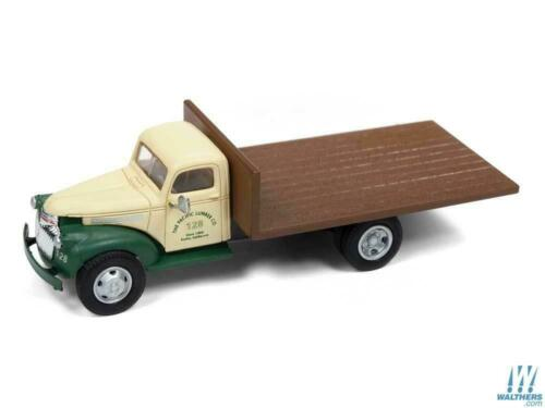HO Scale Classic Metal Works 30517 41-46 Chevy Flat Bed Truck Pacific Lumber Co