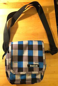 95e8f4f7b30c1 Das Bild wird geladen Reebok -Umhaengetasche-Handtasche-kariert-ca-20x21cm-viele-Faecher
