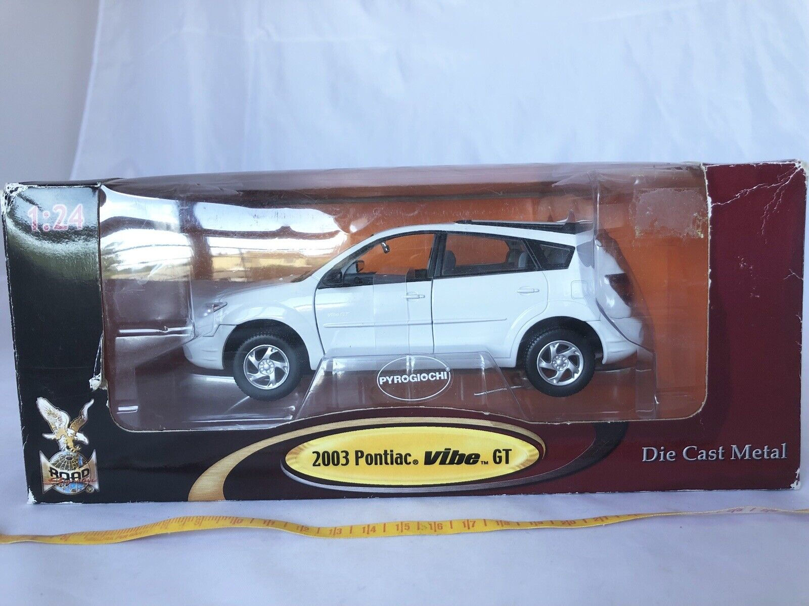 Model Car Road Signature Pontiac 2003 VIBE GT 1 24. GM Official Licence Product.