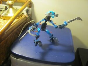 2 legos Bionicle Warrior figures unknown names