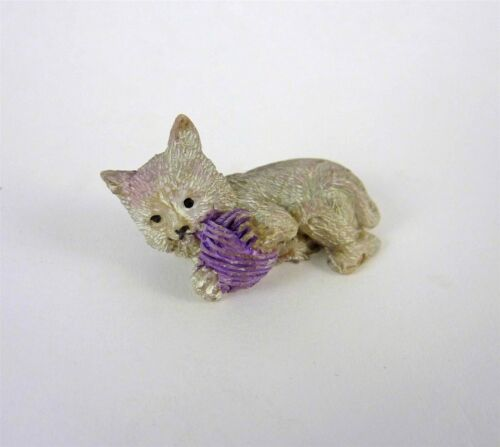 1641 Dollhouse Miniature Whiskers the Kitten with Yarn