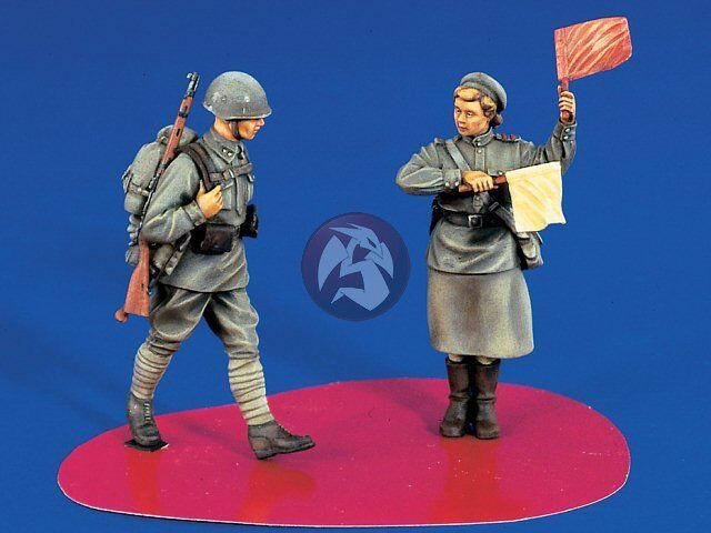 Verlinden 1//35 Russian Infantry and Female Military Traffic Controller WWII 1174