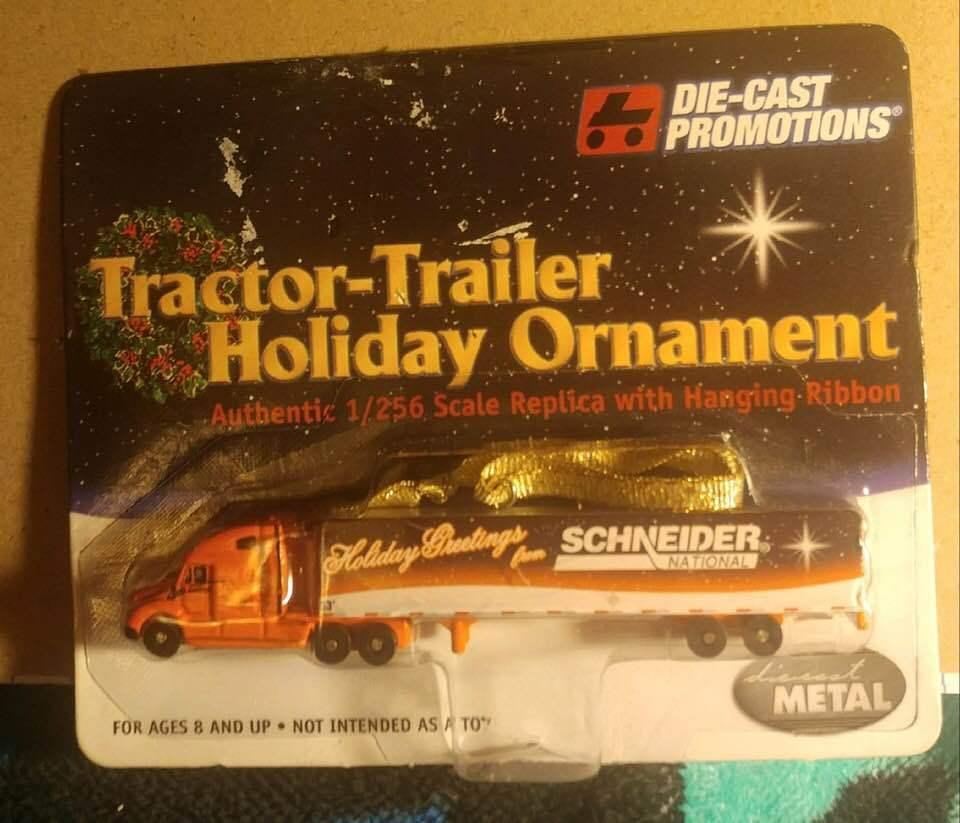 Die-cast Promotions Freightliner Schneider National 2005 Holiday Ornament 1 156