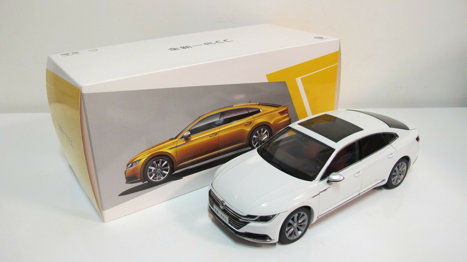 1 18 2018 VW Volkswagen Passat arteon Berline blanc diecast cars dealer box