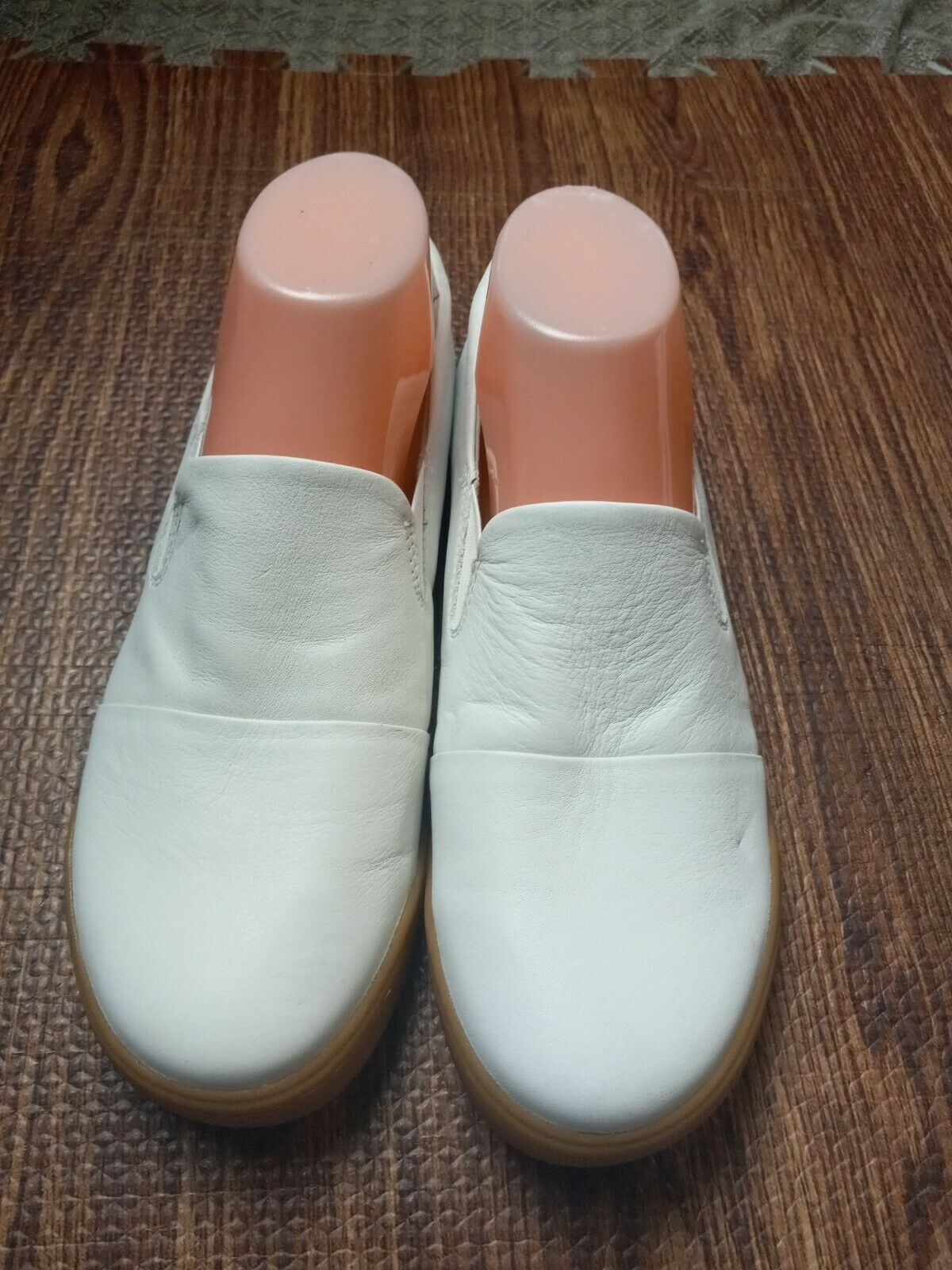 Sofwalk find comfort within flat Leather White shoes Size 8.5 M